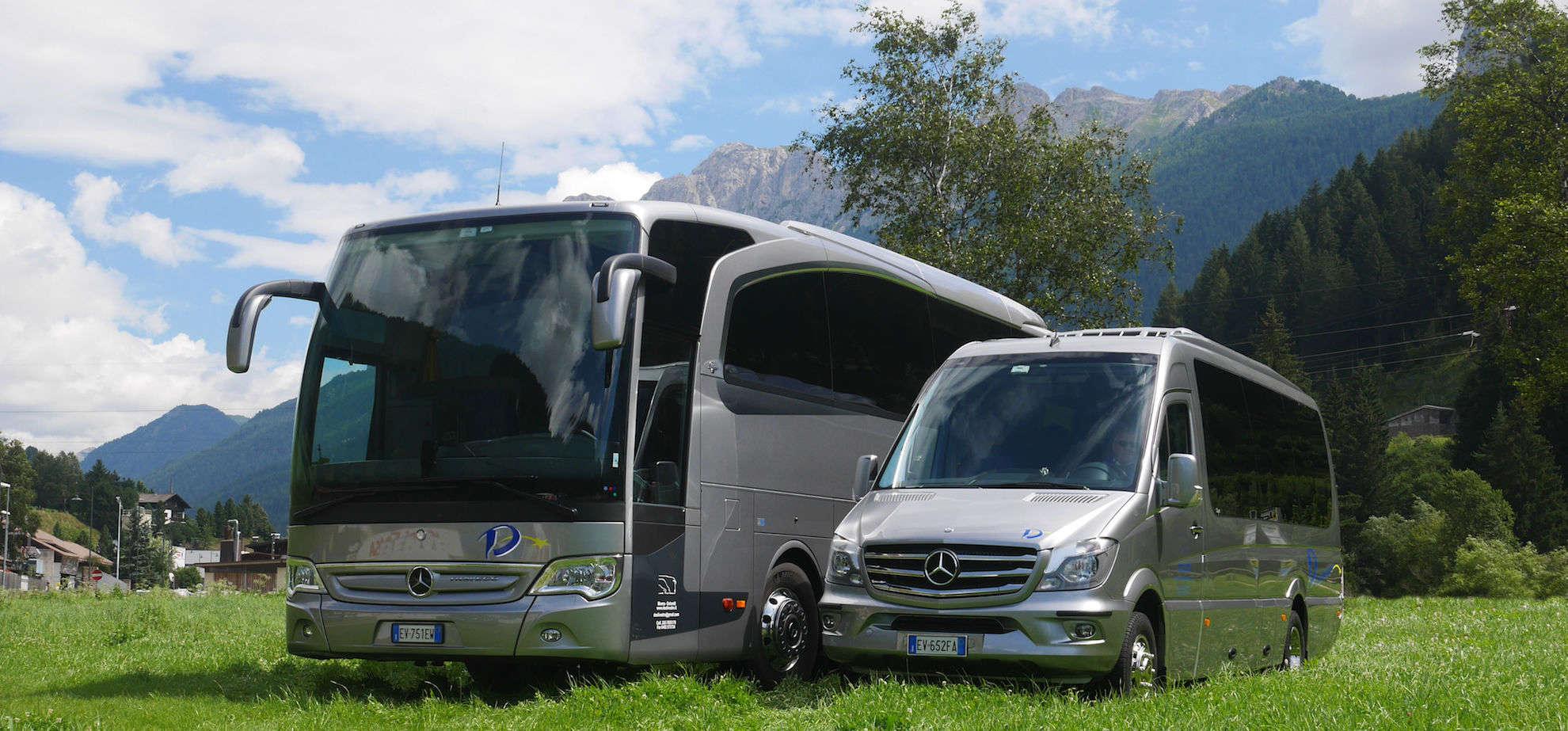 Foto scattata a Moena degli autobus della ditta Desilvestro Taxi e Viaggi, autobus Mercedes-Benz Travego e Capri